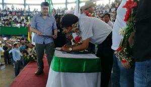 El presidente Evo Morales promulga la Ley de Protección y Desarrollo del TIPNIS (Foto Twitter del Ministerio de Comunicación)