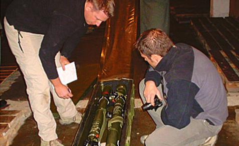 Militares extranjeros verifican la tecnología china que se llevaron de Bolivia. Foto: Cambio