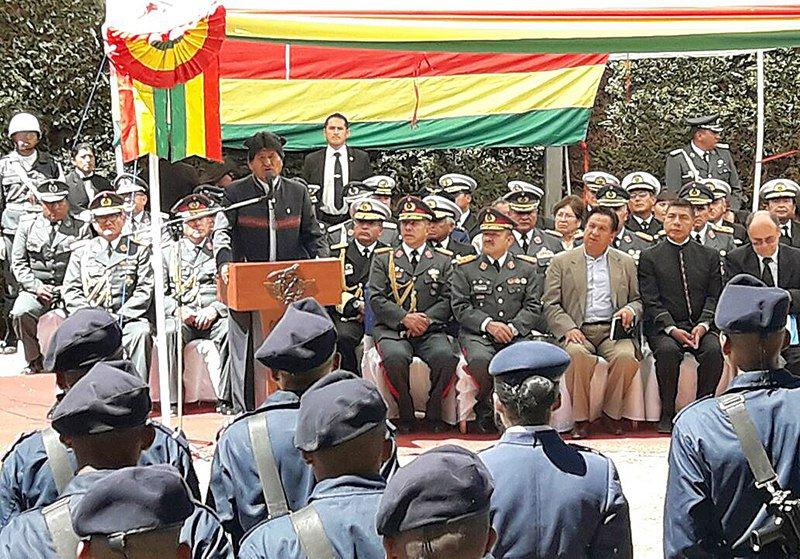 Evo Morales en la entrega del Edificio de Usaid a las FF.AA.