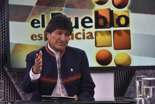 El presidente Evo Morales entrevistado en el programa El Pueblo es Noticia. Foto: Enzo De Luca/ABI