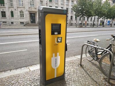 Cargador electrico para autos en Leipzig. Foto: M. Poma